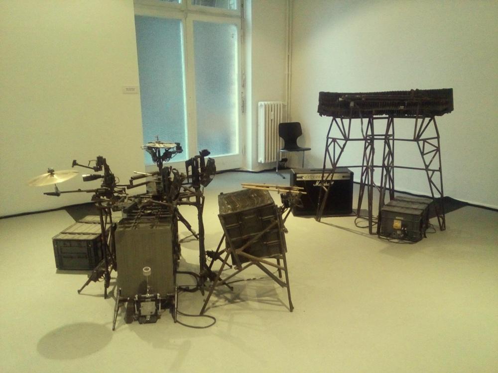 musical-instruments-made-of-guns-01